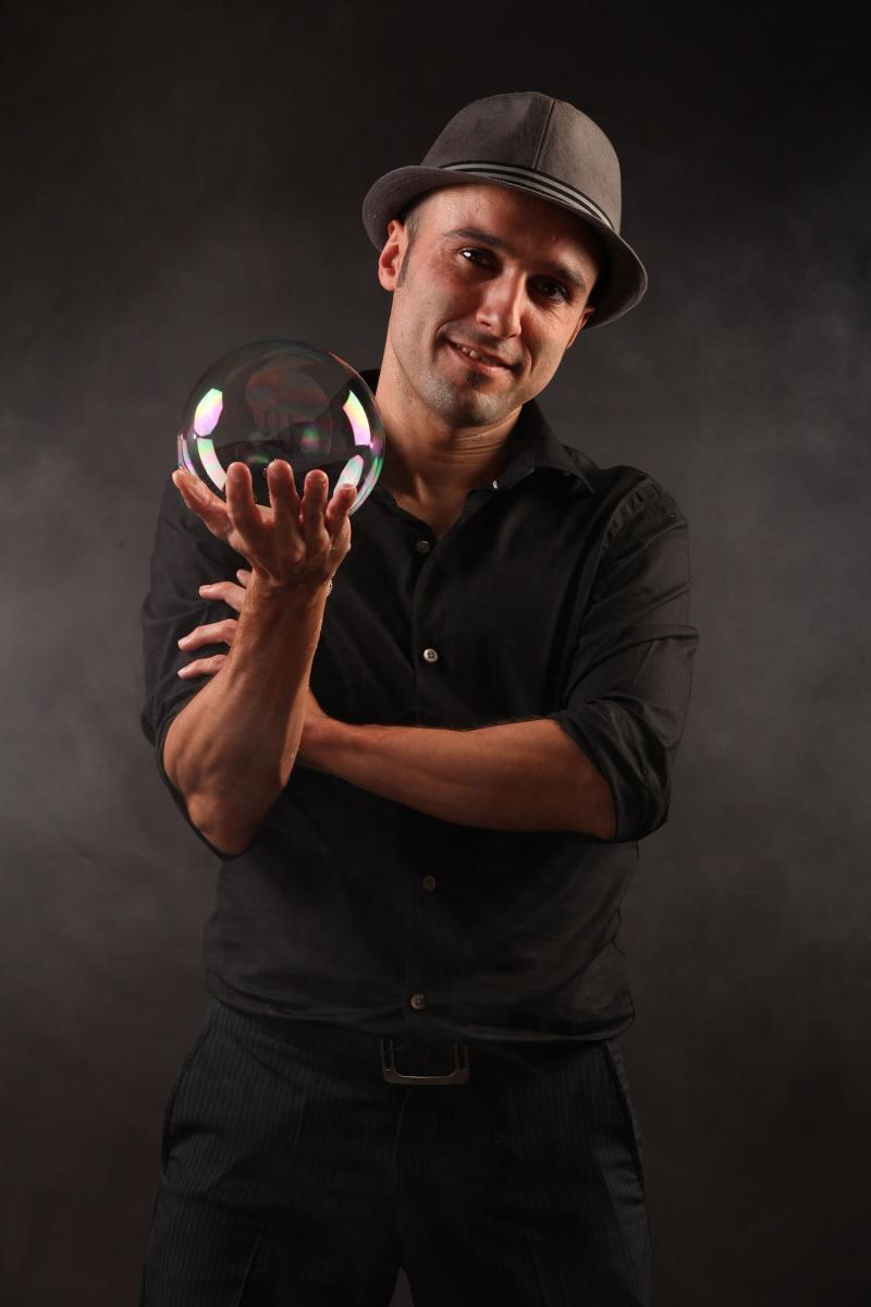 Javier Urbina. Bubble Artist.