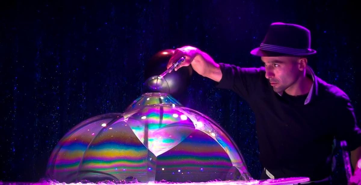 Bubble Art. Bubble Artist. Bubble Show.